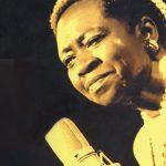 Cantora Áurea Martins