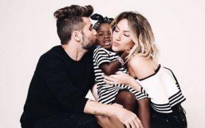 Reprodução/Instagram/gio_ewbank Atriz Giovanna Ewbank e o ator Bruno Gagliasso adotaram a pequena Titi e formaram uma família interracial
