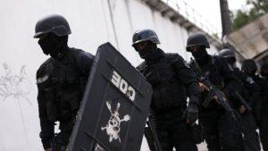 policiais-tropa-choque-entram-presidio-raimundo-vidal-pessoa-manaus_002120117