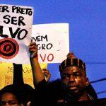 O negro, no Brasil, pode morrer a qualquer momento, pelo bandido ou pela PM