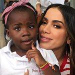 Titi recebe comentários racistas em foto com Anitta: 'Demônio'