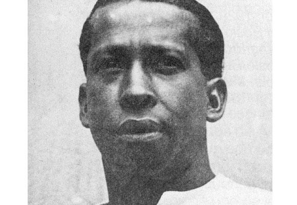 https://revistaraca.com.br/wp-content/uploads/2016/10/A_histria_do_1_jogador_negro_do_futebol_mundial_1.jpg
