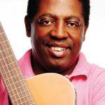 Conheça a história do cantor Carvalhinho da Ilha