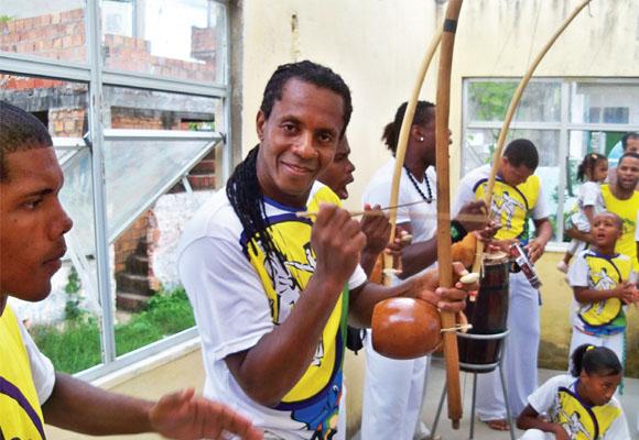 https://revistaraca.com.br/wp-content/uploads/2016/10/Entrevista_sobre_a_prtica_da_capoeira.jpg