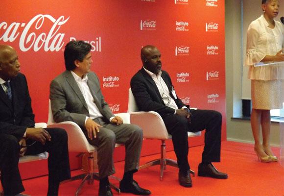 https://revistaraca.com.br/wp-content/uploads/2016/10/Investimento_da_Coca_Cola_na_questo_etnicorracial.jpg