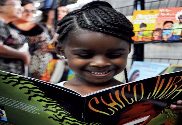 https://revistaraca.com.br/wp-content/uploads/2016/10/O_mercado_literrio_voltado_aos_negros.jpg