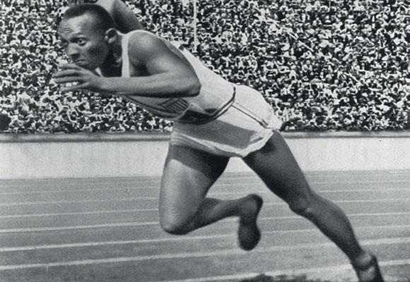 https://revistaraca.com.br/wp-content/uploads/2016/10/O_mito_negro_do_atletismo_Jesse_Owens.jpg