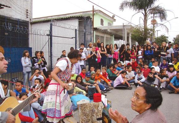 https://revistaraca.com.br/wp-content/uploads/2016/10/Teatro_na_periferia2_1.jpg