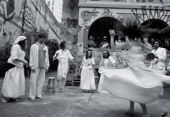 https://revistaraca.com.br/wp-content/uploads/2016/11/Grupo_negro_de_teatro_apresenta_pea_em_So_Paulo.jpg