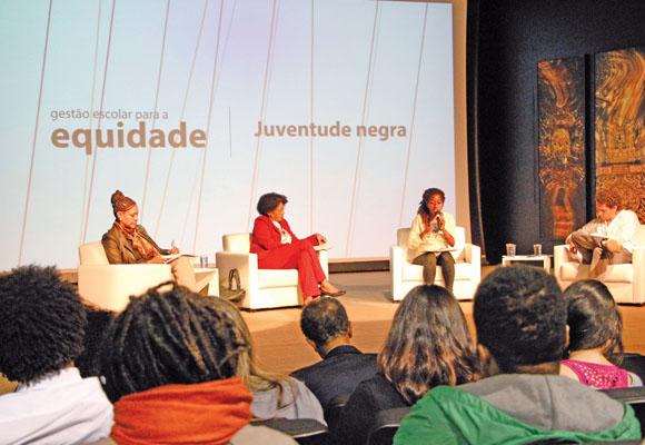 https://revistaraca.com.br/wp-content/uploads/2016/11/Seminrio_sobre_equidade_racial_na_escola.jpg