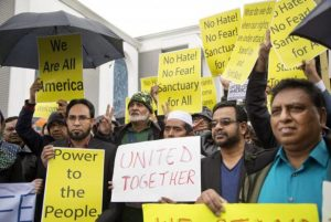 Comunidade islâmica da Califórnia protesta contra o veto do presidente Trump (Foto: Agência Lusa/EPA/Eugene Garcia)