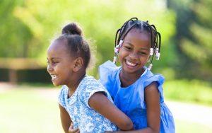 Shutterstock Crianças negras devem ter consciência da própria negritude e entender que ela não é um problema