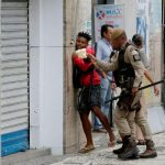 Preso em manifestação contra filho de Bolsonaro foi agredido por policiais