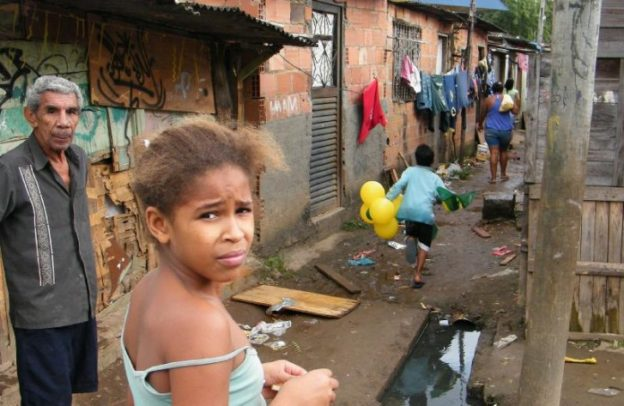 https://revistaraca.com.br/wp-content/uploads/2017/06/pobreza_Brasil-624x406.jpg