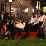 """Jay-Z recria abertura de Friends com vários atores negros no clipe de """"Moonlight"""