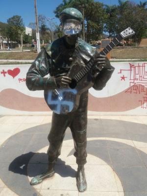 https://revistaraca.com.br/wp-content/uploads/2017/09/estatua2.jpeg