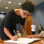 Abandonada ao nascer se torna 1ª mulher negra do PI a ser diplomata