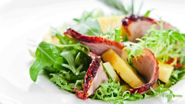 https://revistaraca.com.br/wp-content/uploads/2018/01/FOOD-salads3-1-640x360.jpg