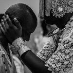 Exposição fotográfica que revela as relações de afeto nos terreiros de candomblé é aberta em Salvador