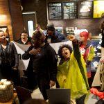 Starbucks é acusada de discriminação racial nos EUA