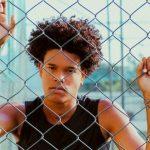 Jovem negro denuncia ter sofrido racismo dentro de ônibus no Rio