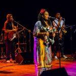 Cantora e compositora Chris Nolasco celebra a mulher negra em show no Recife