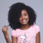 Aprenda a hidratar o cabelo crespo da criançada