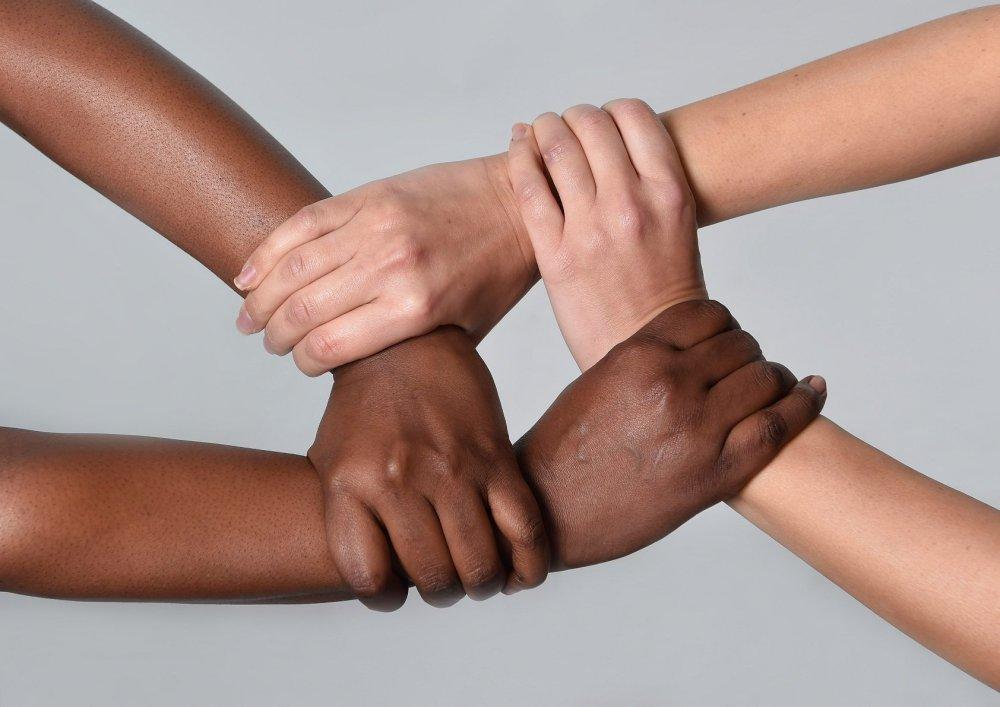 https://revistaraca.com.br/wp-content/uploads/2018/08/Racismo-reverso-não-existe.jpg
