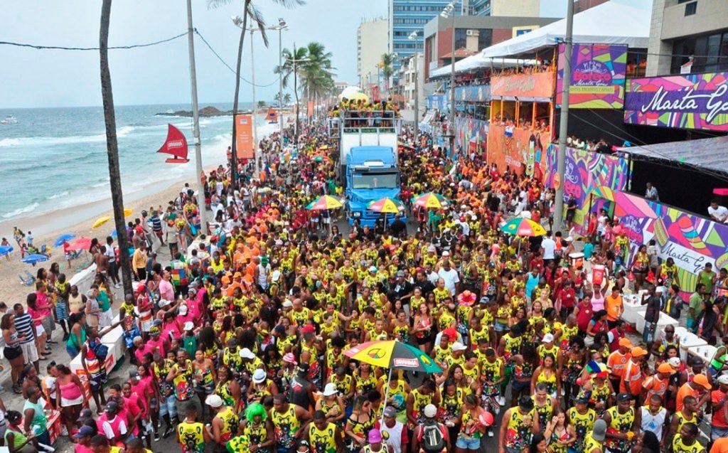 https://revistaraca.com.br/wp-content/uploads/2019/02/carnaval0001-1024x637.jpg